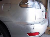 「クルマをぶつけてへこんでしまった!」「こすって塗装がはがれてしまった!」そんなときは慌てずに藤井自動車へ。まずは修理箇所を確認し、お車や状況に合わせて修理方法を決定します。修理方法、並びにお見積りにご納得いただければさっそく修理作業に入ります。